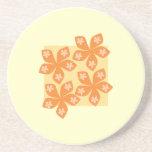 Flores anaranjadas tropicales en la crema. Bastant Posavasos Manualidades