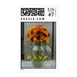 Flores anaranjadas y caída de Barnwood que casa Sello Postal