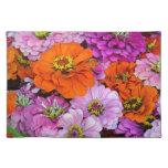Flores anaranjadas y púrpuras de la dalia manteles individuales