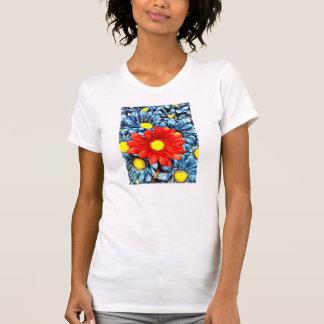 Flores azules coloridas de las margaritas de camisetas