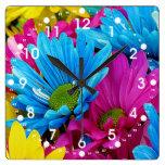 Flores azules de las margaritas de Gerber del trul Reloj