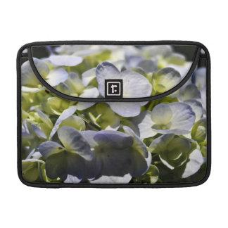 Flores azules de los Hydrangeas Funda Para Macbooks