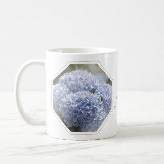 Flores azules del Hydrangea de los diamantes Taza Básica Blanca