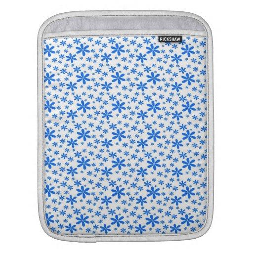 Flores azules en blanco mangas de iPad