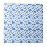 Flores azules en blanco teja cerámica