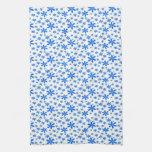 Flores azules en blanco toalla de mano
