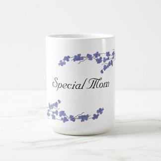 Flores azules - mamá especial taza básica blanca