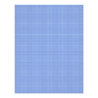 """Flores azules minúsculas lindas en fondo azul clar folleto 8.5"""" x 11"""""""