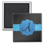 Flores azules negras del monograma imán de frigorifico