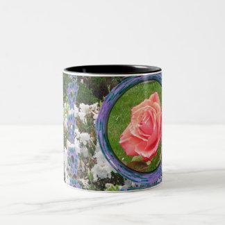 Flores azules y blancas del rosa rojo tazas de café