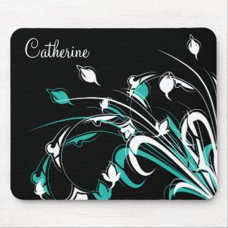 Flores azules y blancas en negro tapete de ratones