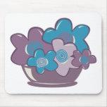 Flores azules y púrpuras alfombrillas de raton