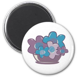 Flores azules y púrpuras imanes de nevera