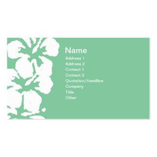 Flores blancas abstractas del hibisco en verde tarjeta de visita