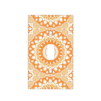 Flores blancas, amarillas y anaranjadas del tapas para interruptores