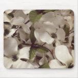 flores blancas con los pequeños pétalos alfombrillas de ratón