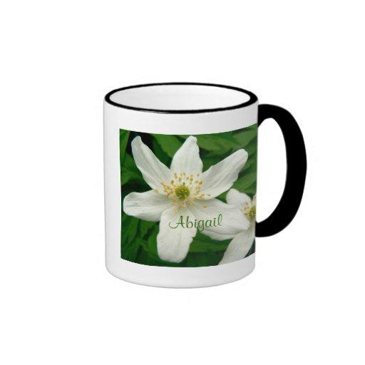 Flores blancas de la anémona taza de dos colores