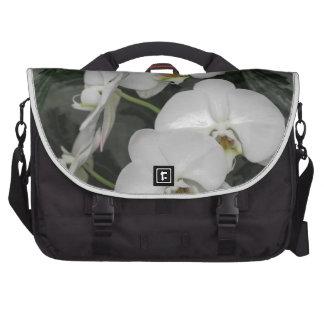 Flores blancas de la orquídea bolsas para ordenador