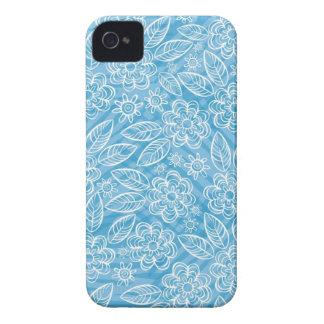 flores blancas delicadas en azul iPhone 4 Case-Mate cárcasa