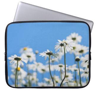 Flores blancas en día claro manga portátil