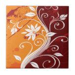 Flores blancas en Grunge del naranja y de Borgoña Tejas Ceramicas