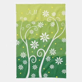 Flores blancas en verde con las iniciales KitchenT Toallas De Cocina