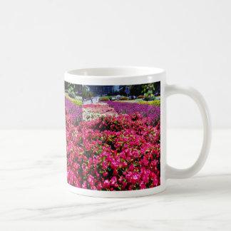 Flores blancas, flores cuadradas de Wencelas Taza De Café