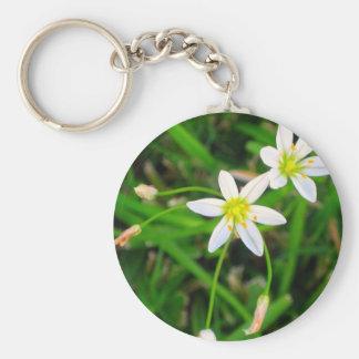Flores blancas llavero personalizado