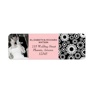 Flores blancas negras retras que casan la etiqueta etiquetas de remite