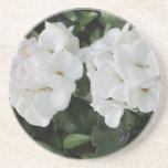 flores blancas - práctico de costa posavasos personalizados