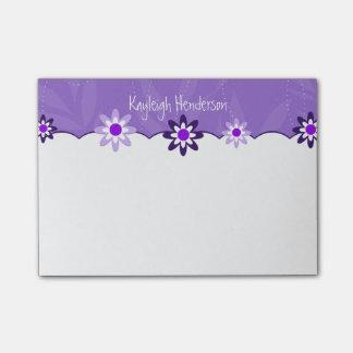 Flores blancas púrpuras caprichosas personalizadas notas post-it