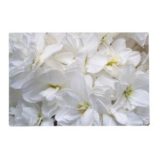 Flores blancas salvamanteles