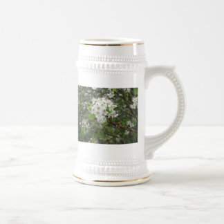 Flores blancas taza de café