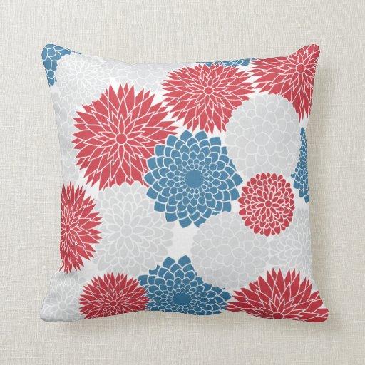 Flores blancas y azules rojas del verano cojines