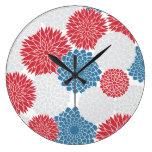 Flores blancas y azules rojas del verano relojes