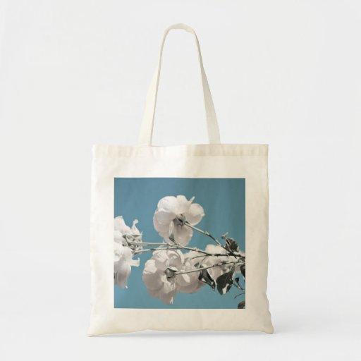 Flores blancas y cielo azul bolsa lienzo