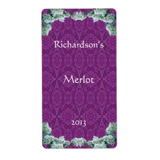 Flores blancas y etiqueta púrpura del vino del cor etiqueta de envío