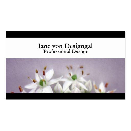 Flores blancos de la cebolleta de ajo en púrpura tarjetas de visita