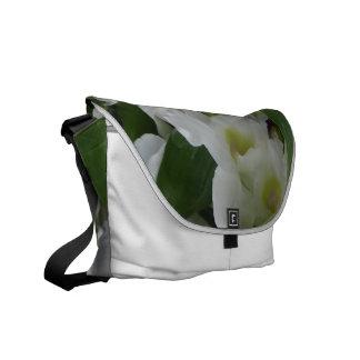 Flores blancos fantásticos bolsas de mensajería