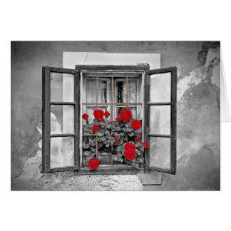 flores blancos y negros de la casa de la ventana tarjeta de felicitación