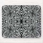 Flores blancos y negros del fractal de la tinta tapete de ratón