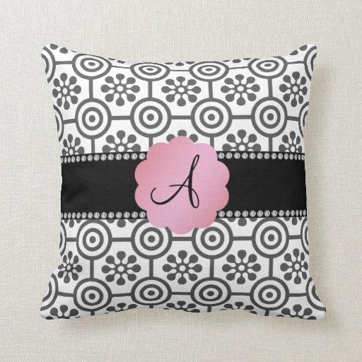 Flores blancos y negros del monograma almohada