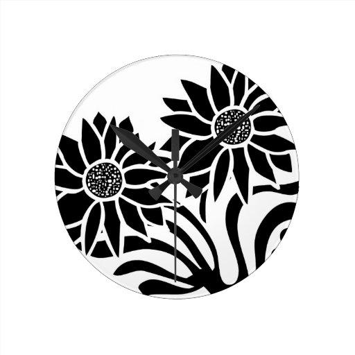 Flores blancos y negros reloj de pared