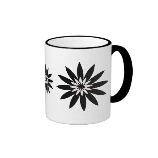 Flores blancos y negros taza a dos colores
