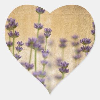 Flores bonitas de la lavanda pegatina en forma de corazón