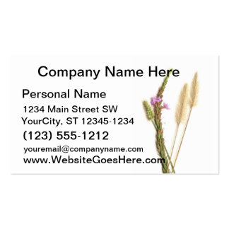 Flores borrosas y púrpuras con los troncos verdes tarjeta personal