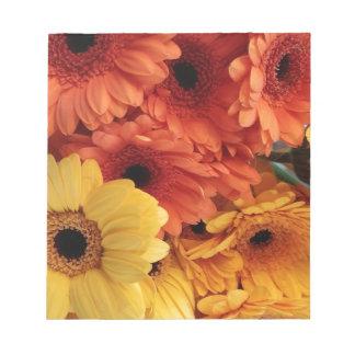 Flores brillantes del Gerbera, amarillo Blocs De Papel