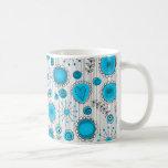Flores caprichosas en azul y blanco taza de café