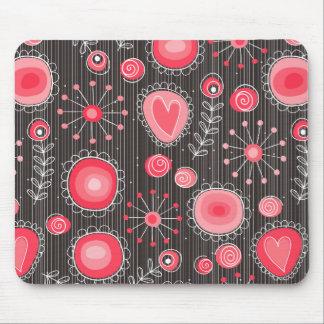 Flores caprichosas en rojo y gris mouse pads