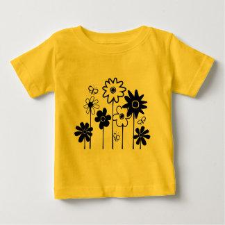Flores clasificadas enrrolladas lindas con las tshirts